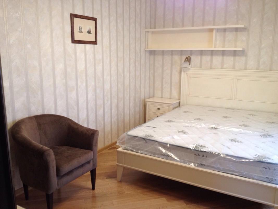 17 Camera matrimoniale country in legno laccato