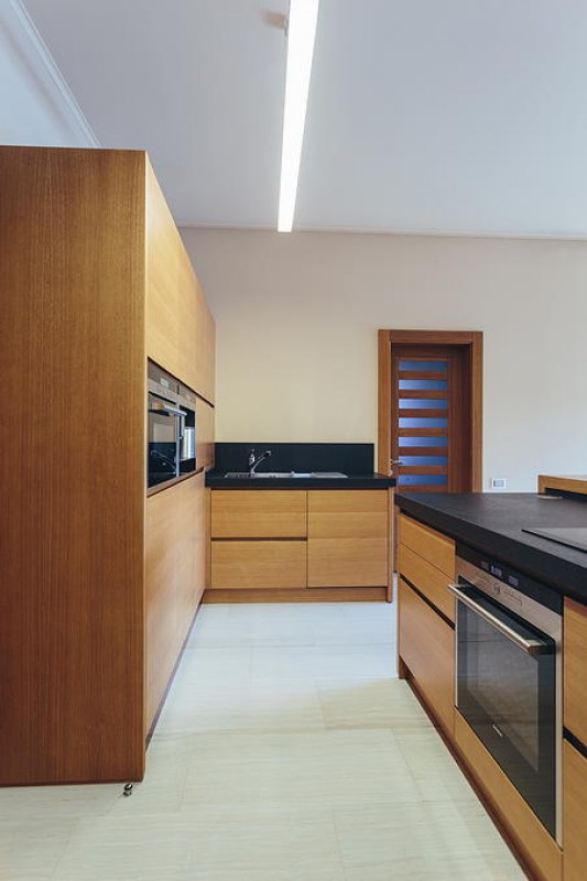 18 Cucina in rovere tinto nocciola - ER. MA. DA. Mobilificio ...