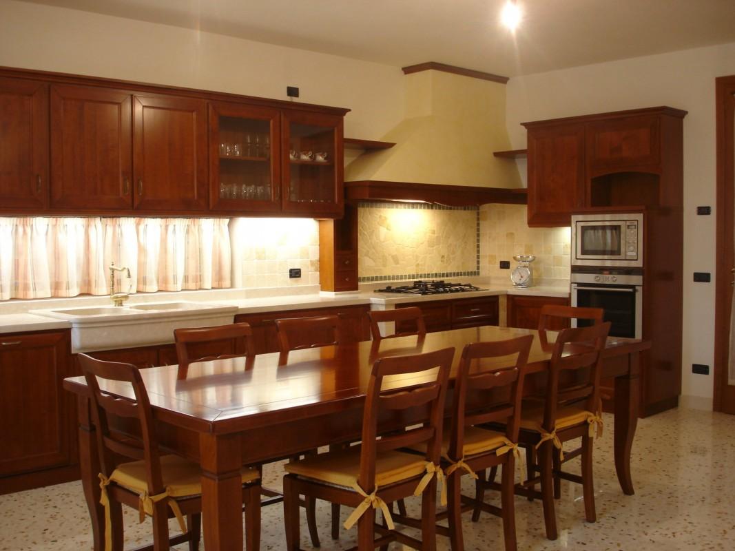 Cucina ciliegio 7 er ma da mobilificio progetta e for Progetta i tuoi mobili online