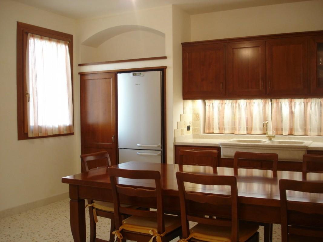 Cucina ciliegio 7 er ma da mobilificio progetta e for Progetta i tuoi mobili
