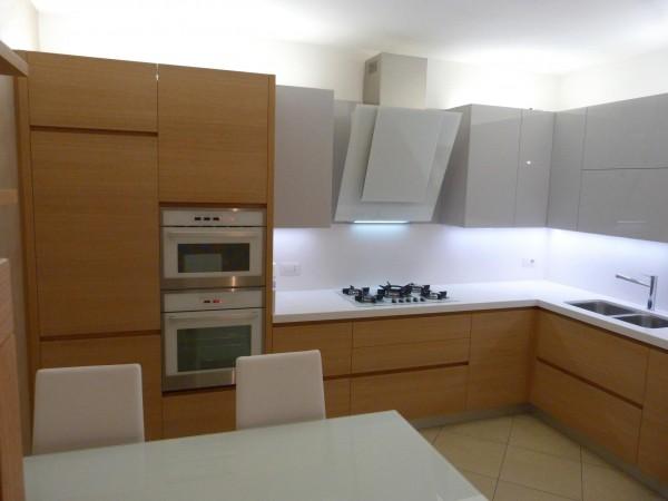 1 Cucina moderna rovere e grigio lucido