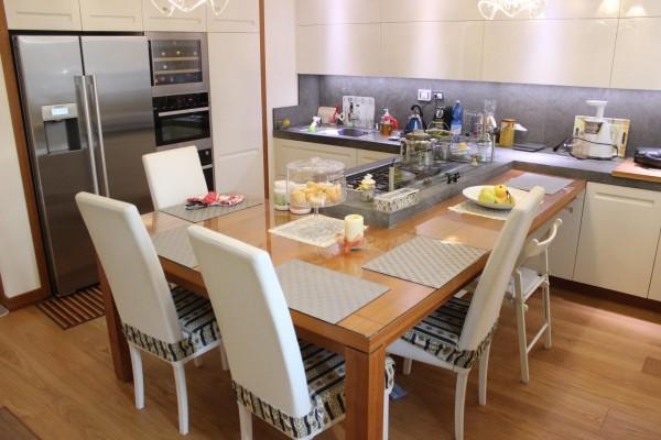 6 Cucina laccata bianco spazzolato