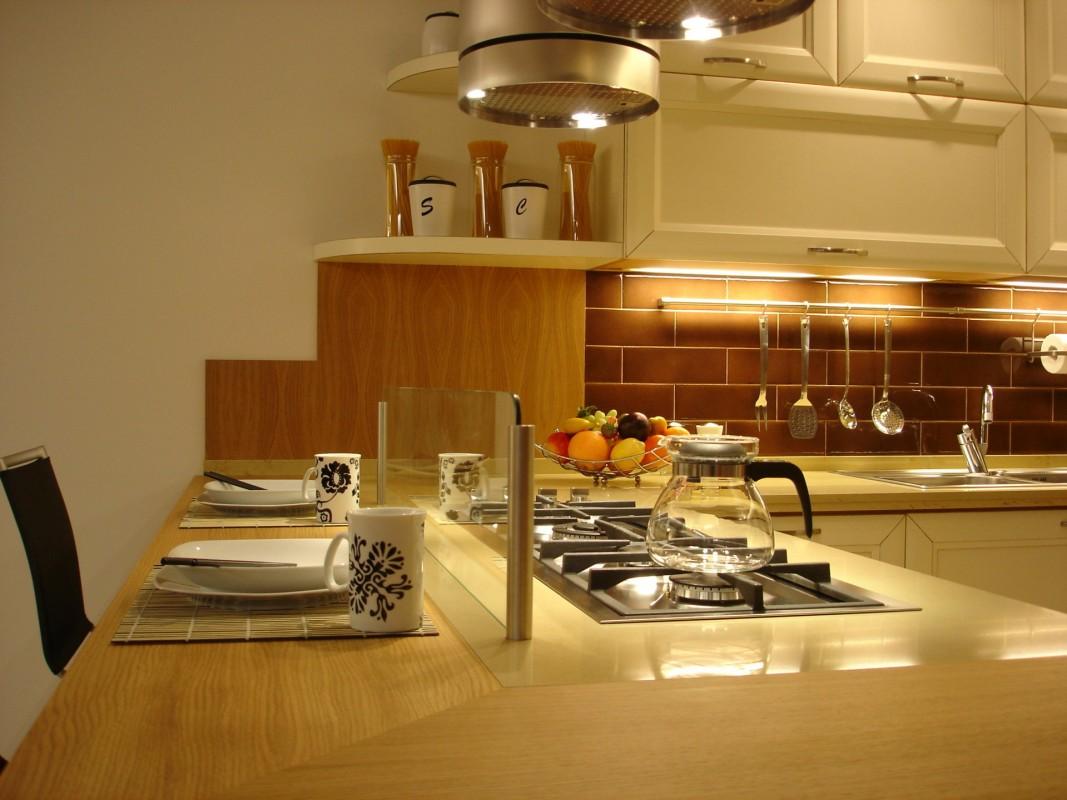 10 Cucina laccata bianco spazzolato