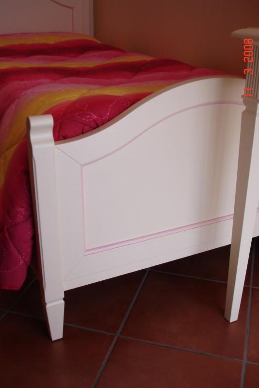 14 Cameretta laccata beige e rosa