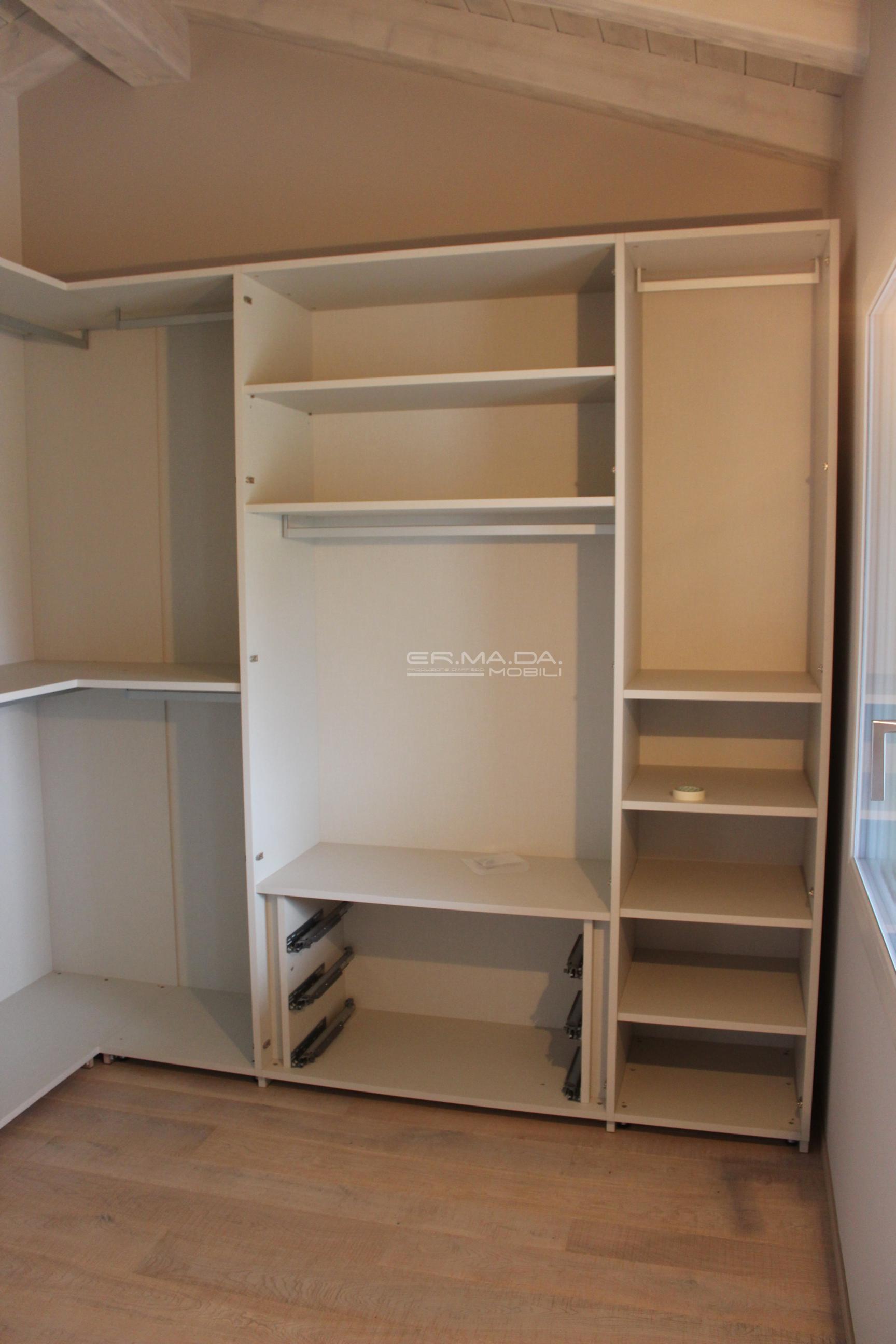 Armadio angolare 4 er ma da mobilificio progetta e for Progetta i tuoi mobili online