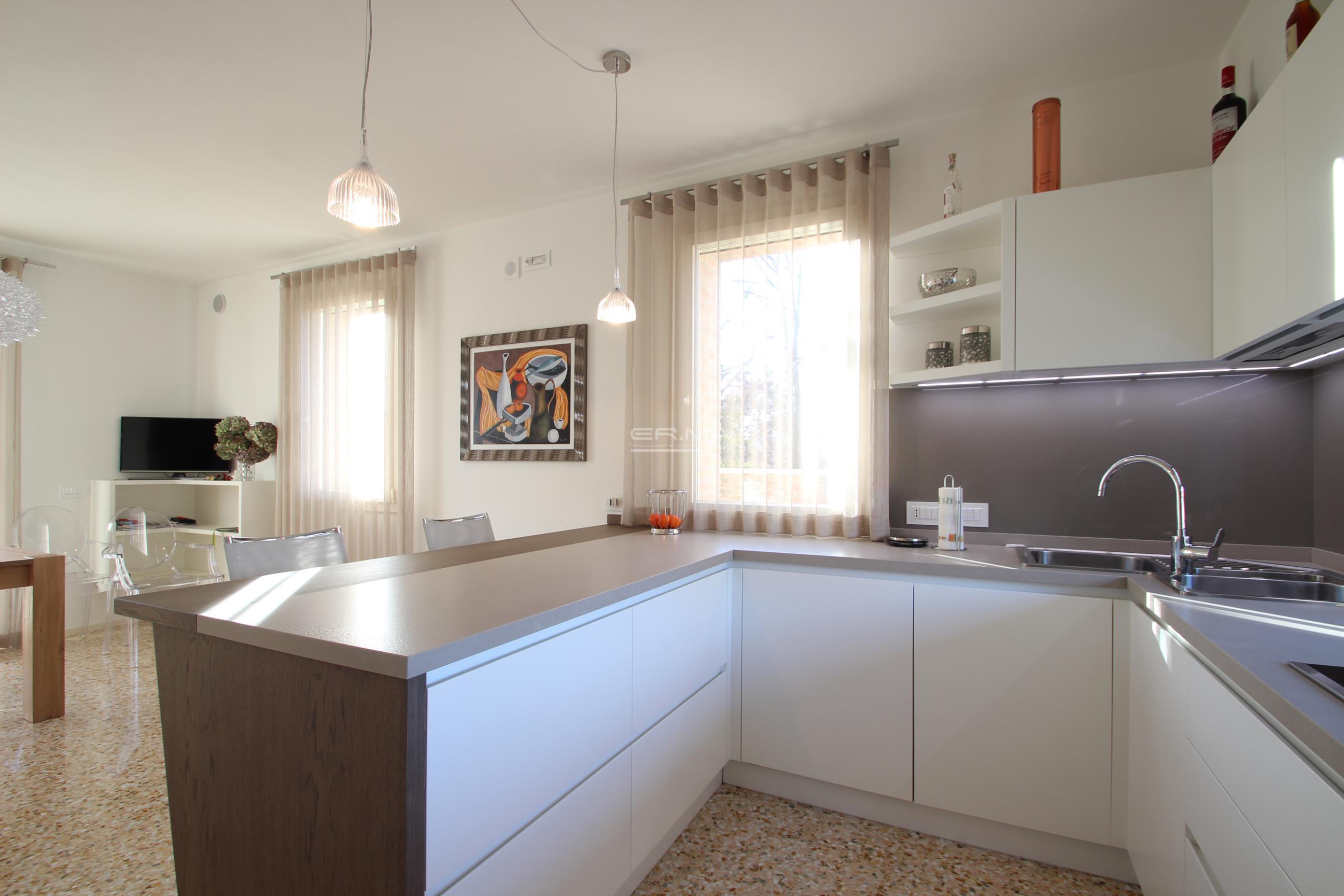 22 Cucina moderna in frassino e rovere tinto - ER. MA. DA ...