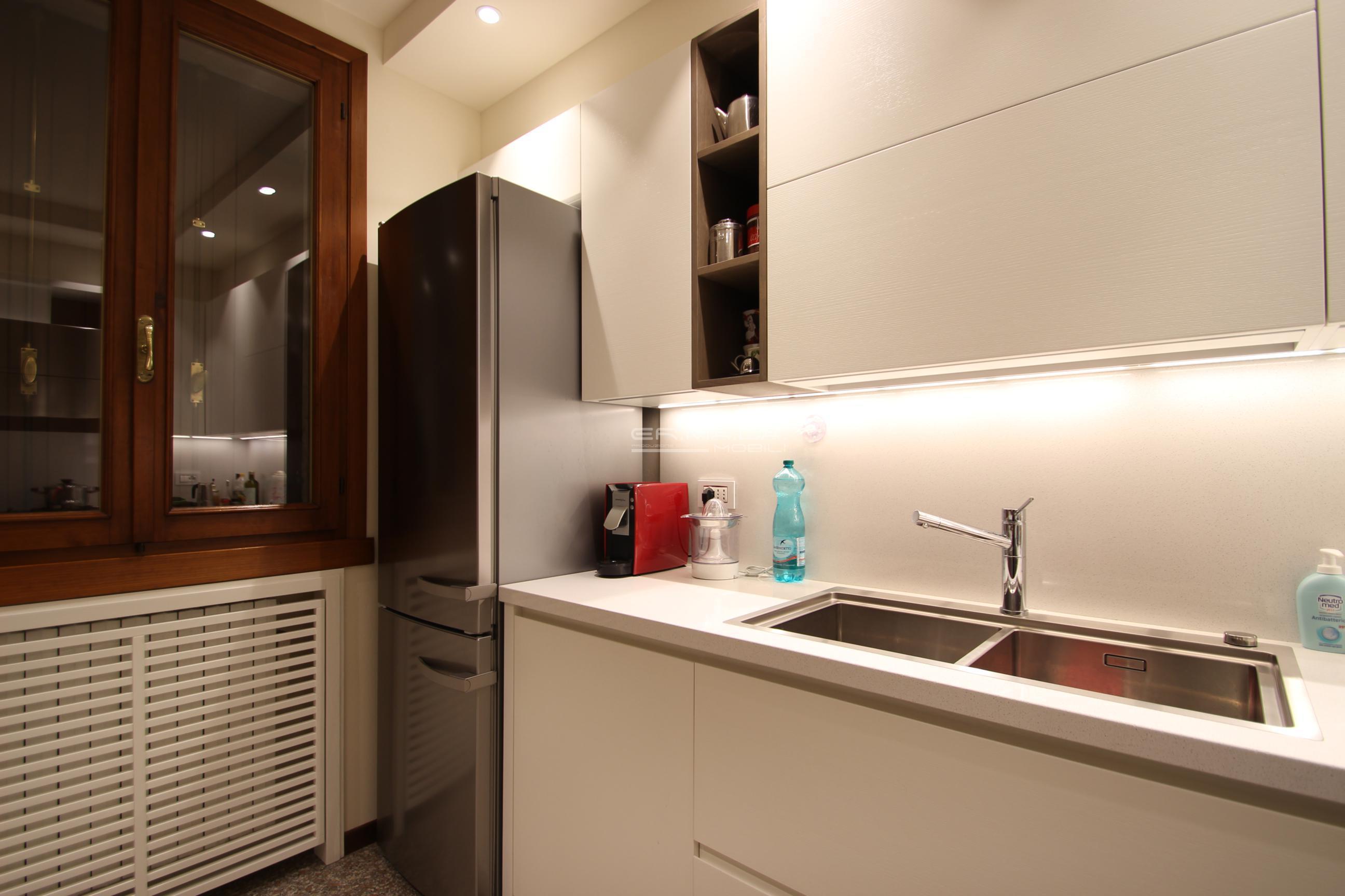 23 Cucina moderna laccata e legno tinto - ER. MA. DA. Mobilificio ...