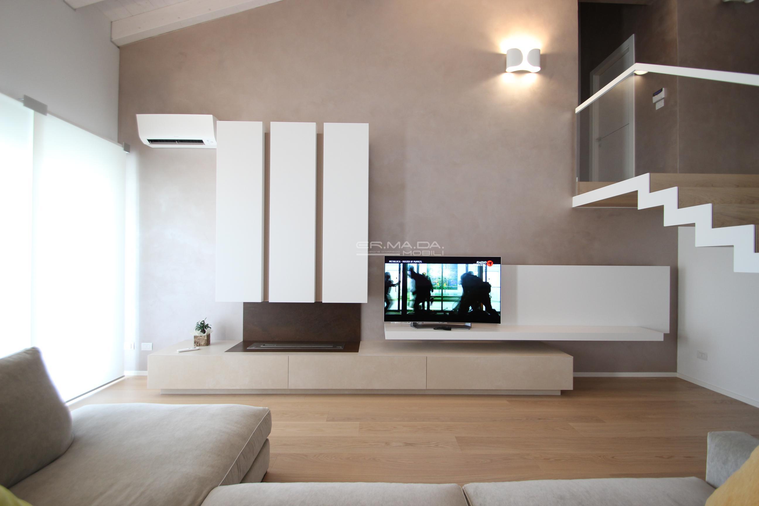 17 mobile tv con camino bioetanolo er ma da for Mobile contemporaneo
