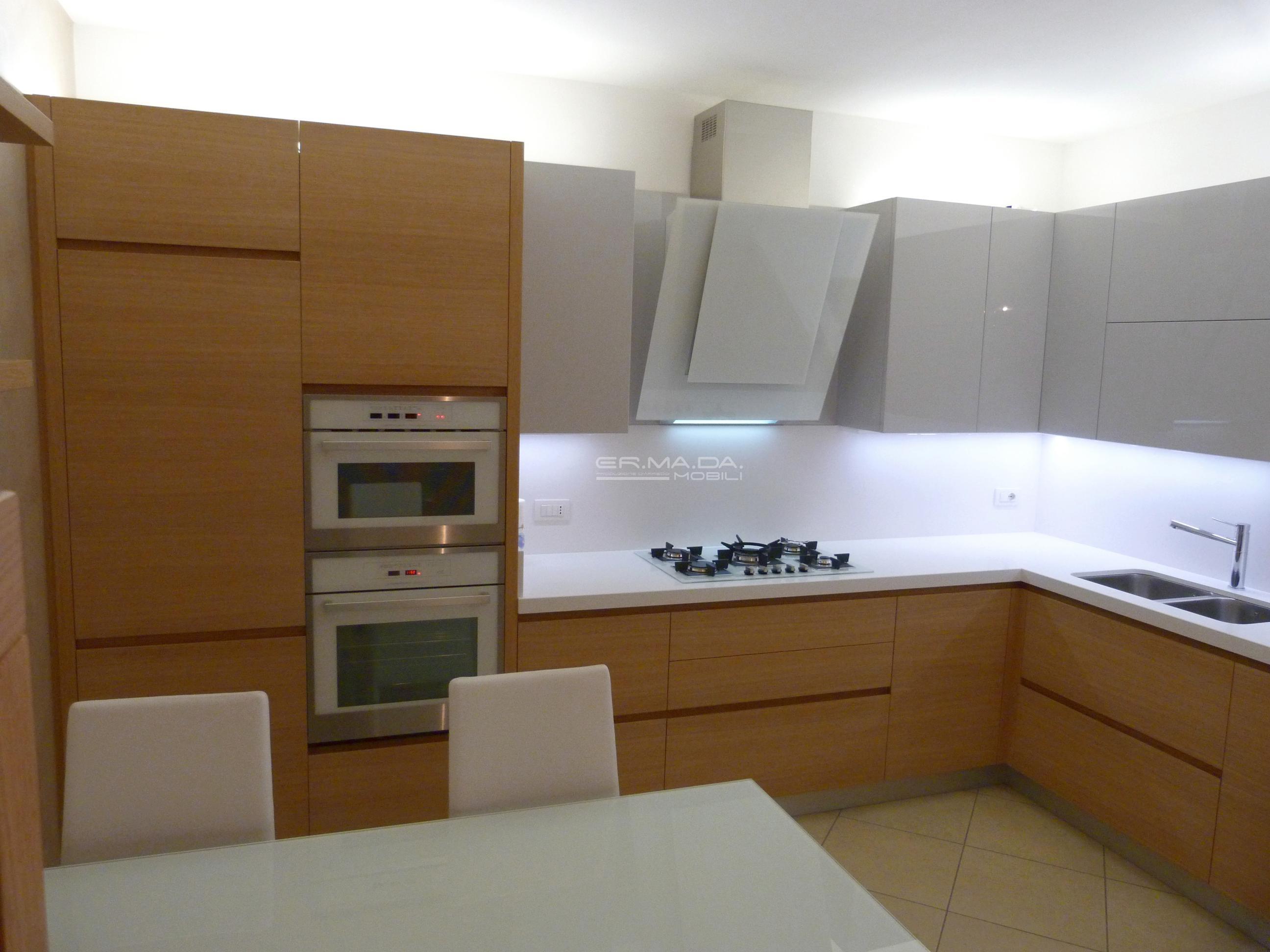 1 cucina moderna rovere e grigio lucido er ma da mobilificio progetta e costruisce i tuoi - Mobili rovere grigio ...
