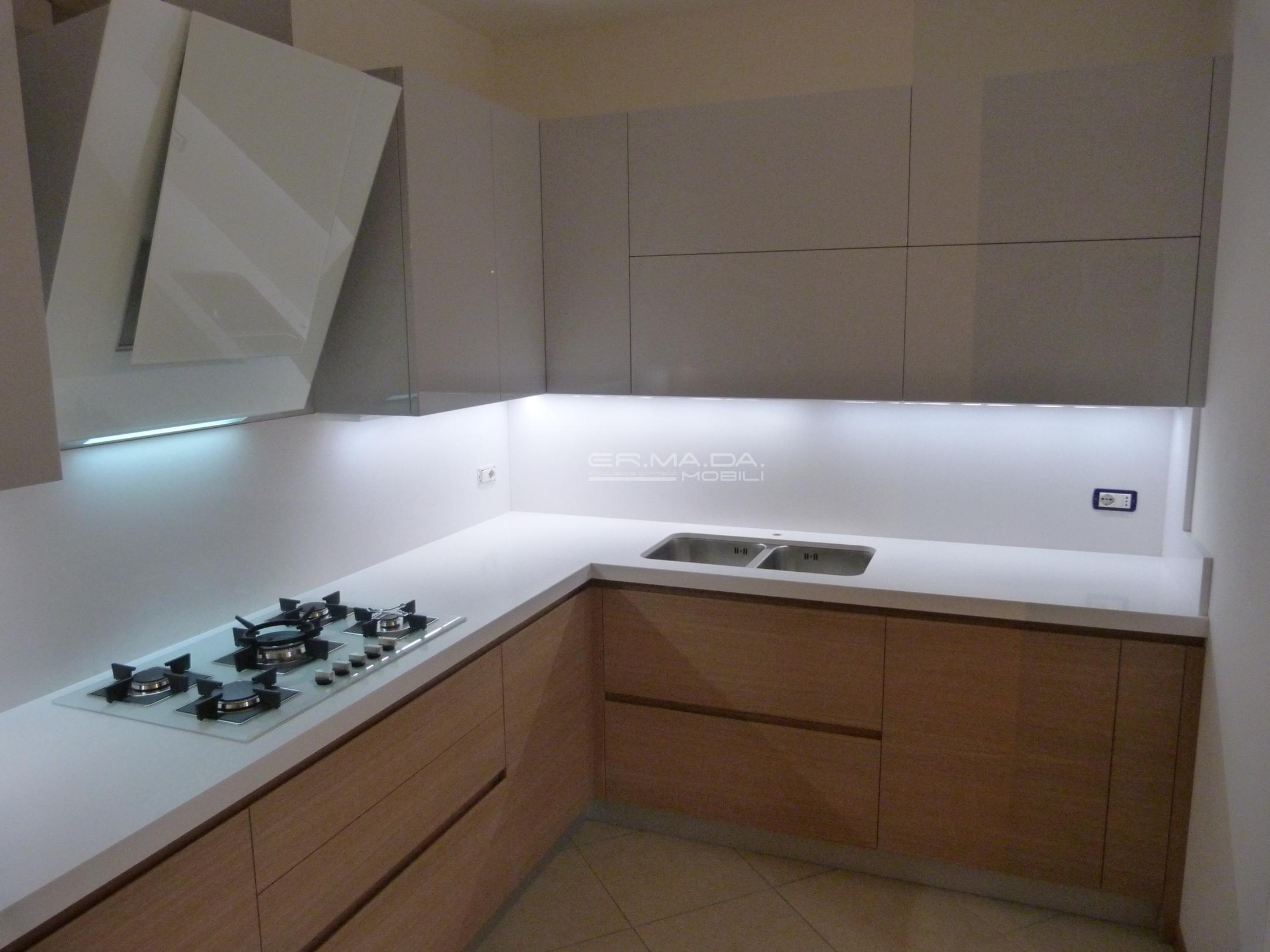 1 cucina moderna rovere e grigio lucido er ma da - Cucine bicolore moderne ...