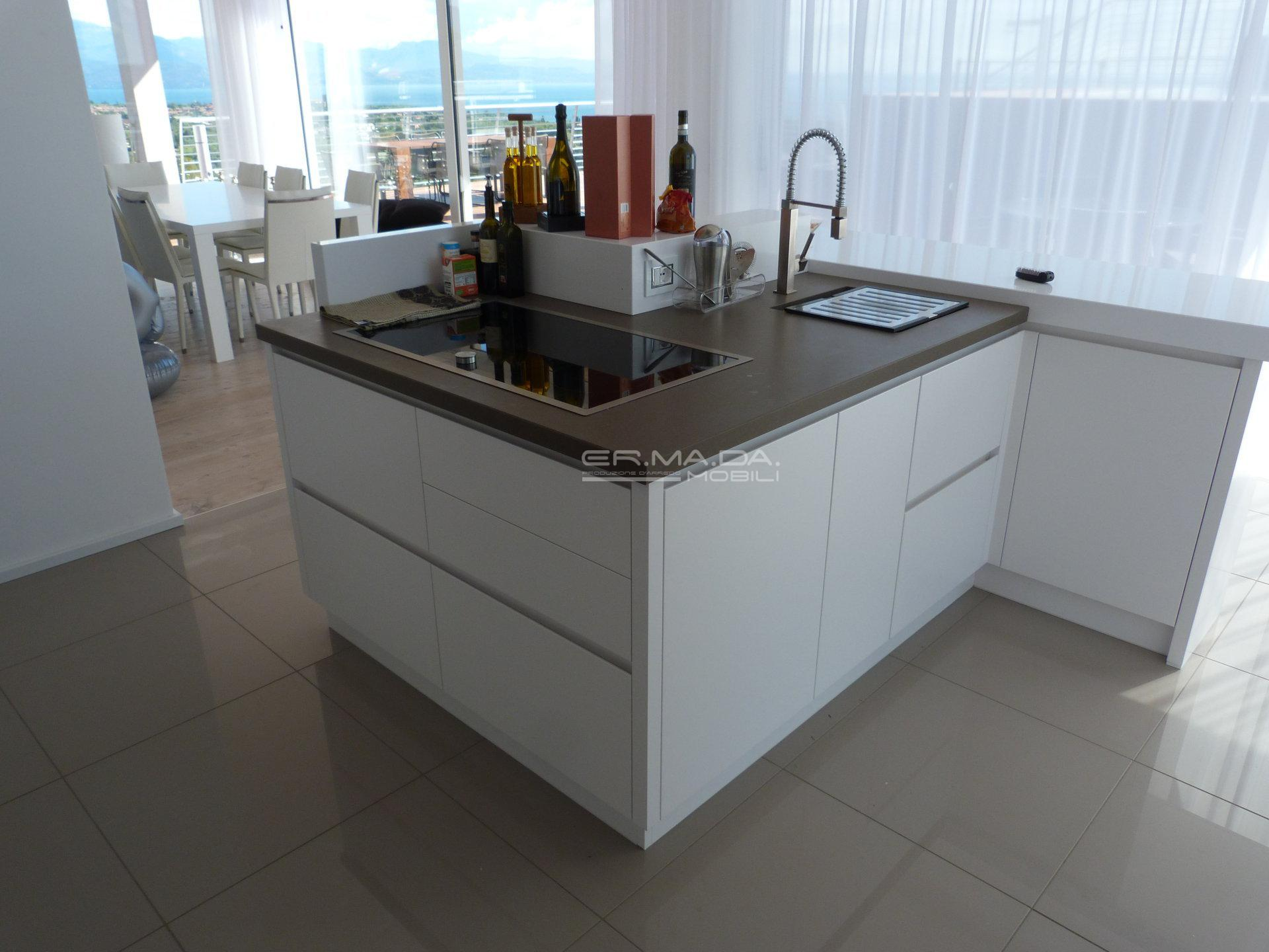 2 cucina moderna bianco opaco er ma da mobilificio for Progetta i tuoi mobili online