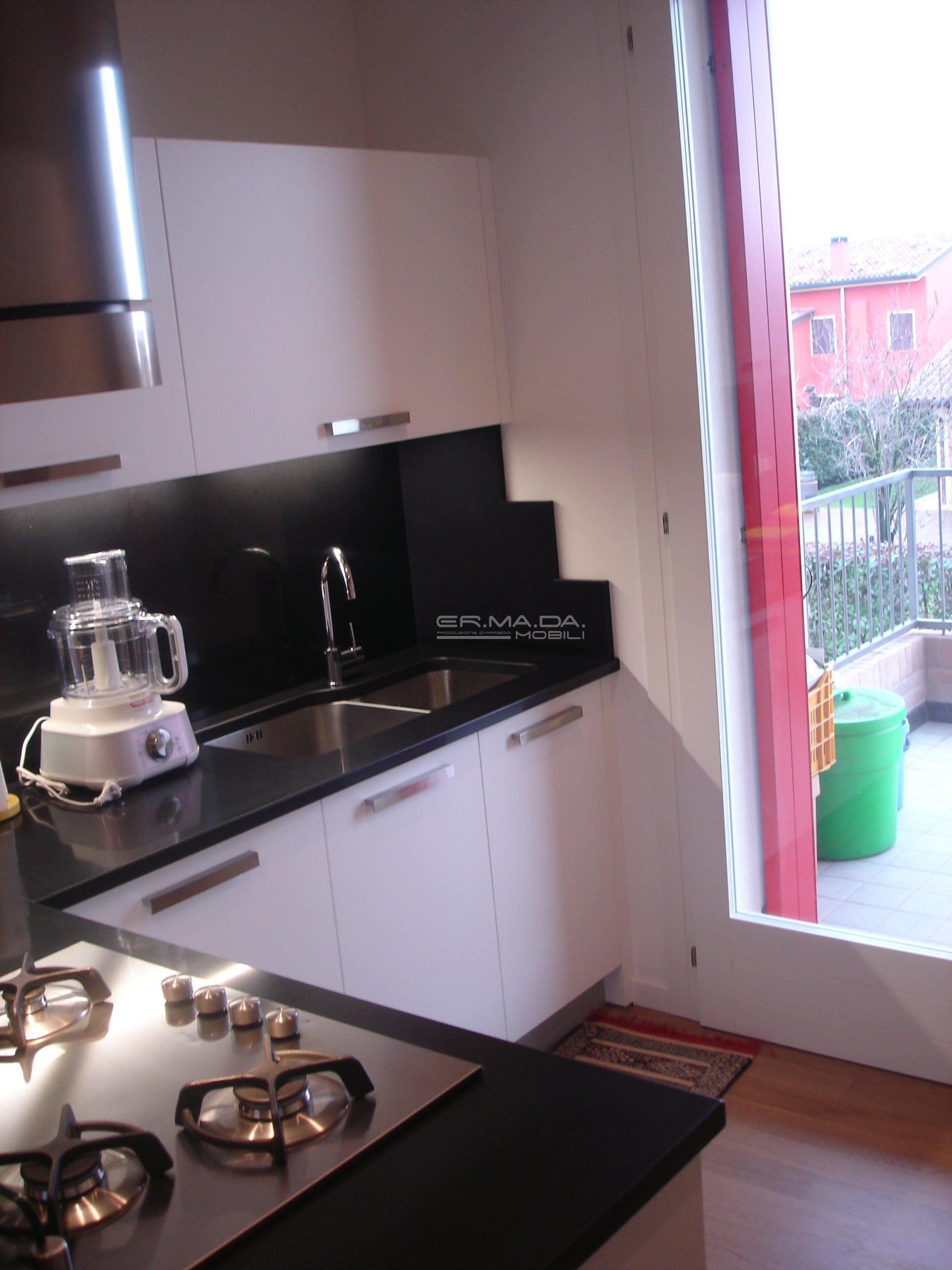 5 cucina moderna in bianco opaco er ma da mobilificio - Cucina bianco opaco ...